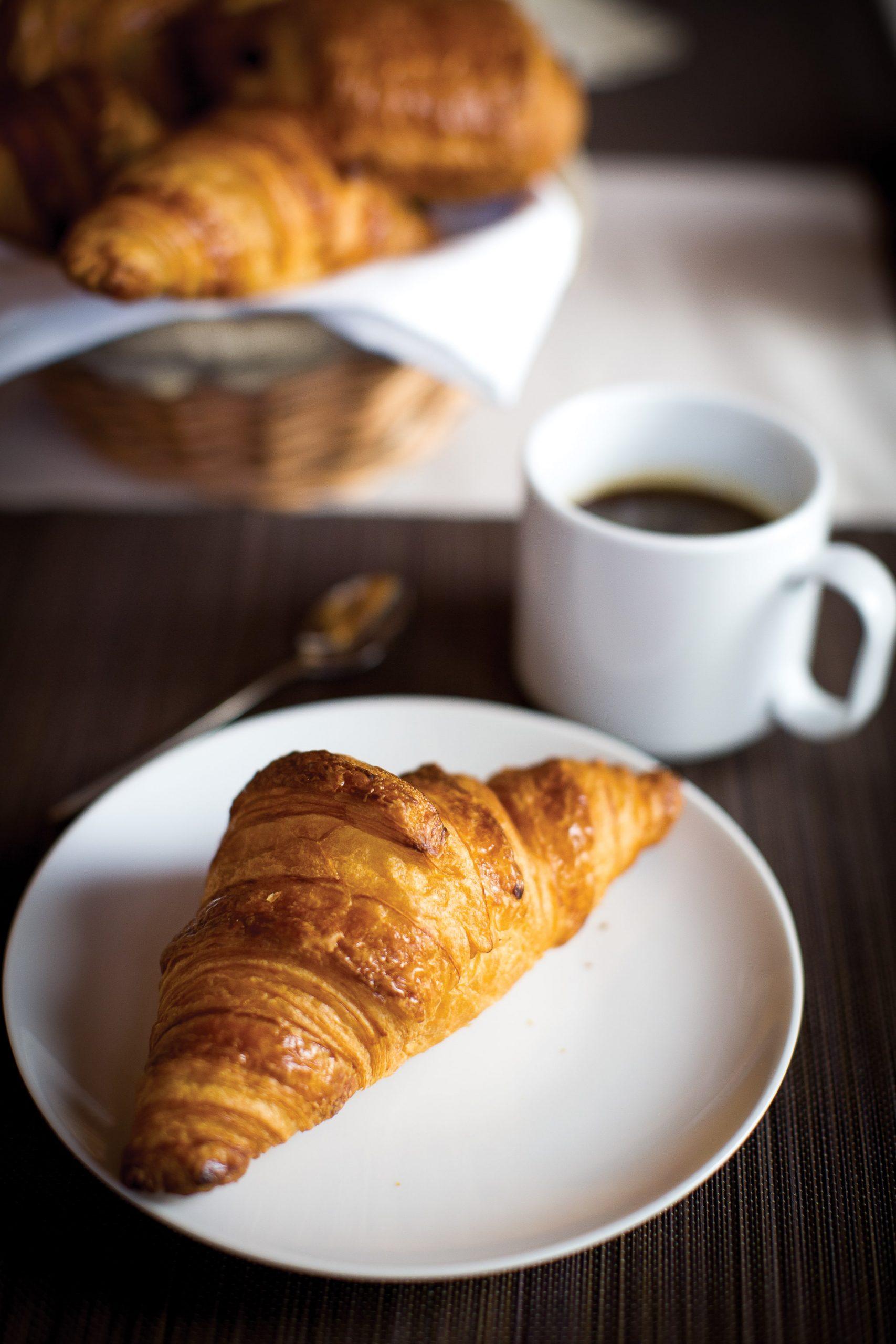 Ambiance-petit-dejeuner-croissant–3-.jpg-min